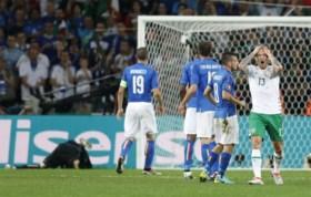 Sterk Ierland na late goal tegen Italië toch door naar volgende ronde