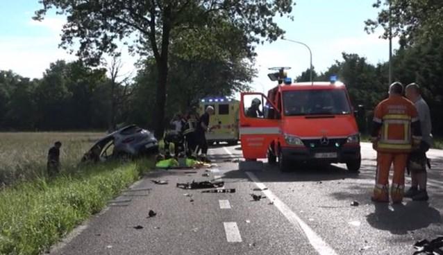 Automobilist zwaargewond na botsing met paardentruck