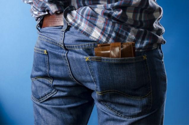 Waarom mannen hun portefeuille beter niet in hun achterzak kunnen stoppen