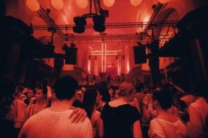God is a dj: tien dagen feest in Baudelokapel