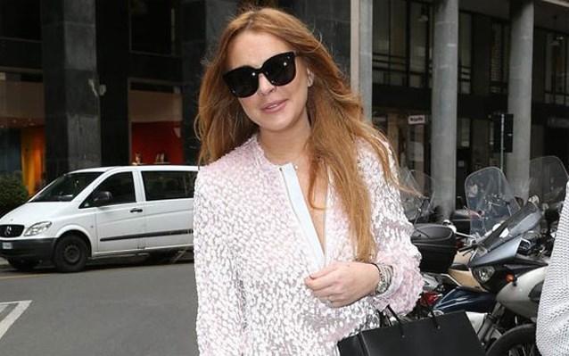 Foto's tonen hoe verloofde Lindsay Lohan hardhandig aanpakt