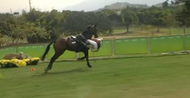 Drama voor Karin Donckers: medaillekans weg na val van paard