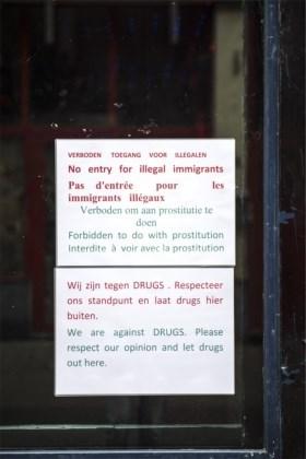 Berucht café 't Keteltje heropent met opvallende affiche: