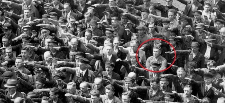 Het tragische verhaal van de eenzame Duitser die weigerde Hitler de Nazigroet te geven