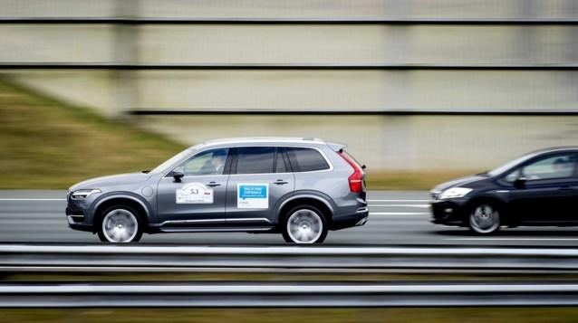 Eerste platoontest met 35 zelfrijdende wagens in België