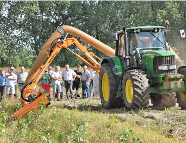 """Nieuwe klepelmaaier voor ecologisch bermbeheer: """"Goede zaak voor de boeren"""""""