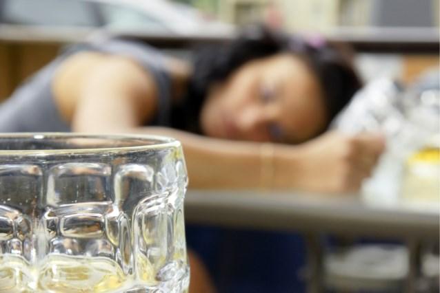 Studenten voor rechter na foutgelopen 'doopfeest': meisje in coma na drinken tien liter water