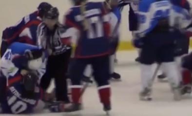 Beelden van brutale vechtpartij bewijzen: ook ijshockeyvrouwen kunnen knokken