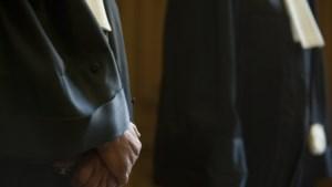 Btw op ereloon advocaat levert 122 miljoen op