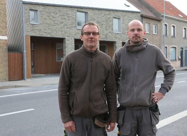 Stadswoningen met Scandinavische toets, compleet met scheef dak en muur