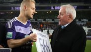 Anderlecht zet club-icoon Olivier Deschacht in de bloemetjes