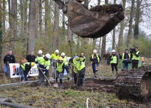 Drie lichamen geborgen bij opgravingen Engelse bommenwerper in Glabbeek