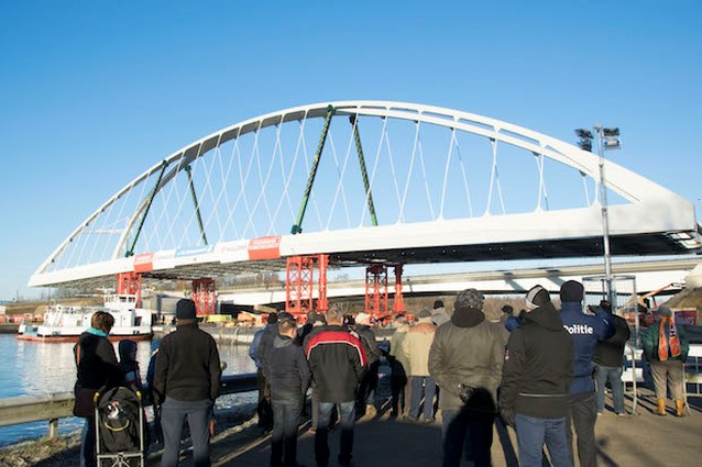 Nieuwe noodbrug in Viversel