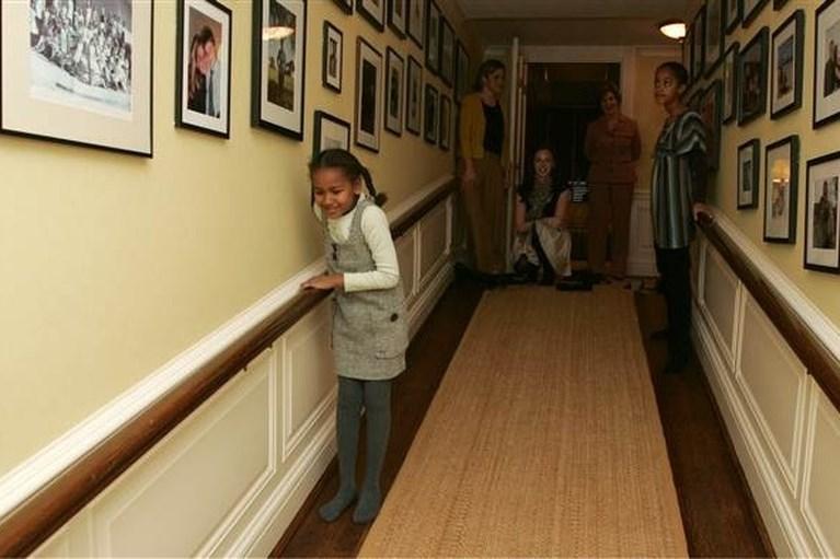 Zo beleefden de dochters van Obama hun eerste dagen in het Witte Huis