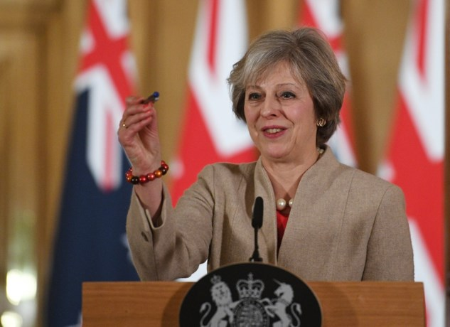 Britse premier Theresa May geeft dinsdag meer info over Brexit-plan