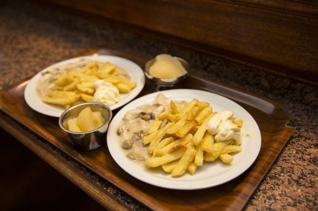 """Overheid roept bedrijven op: """"Stop met die kroketten en frieten op het menu te zetten"""""""
