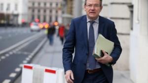 CD&V: kabinetsmedewerkers Van Overtveldt klussen bij en misbruiken vertrouwelijke informatie