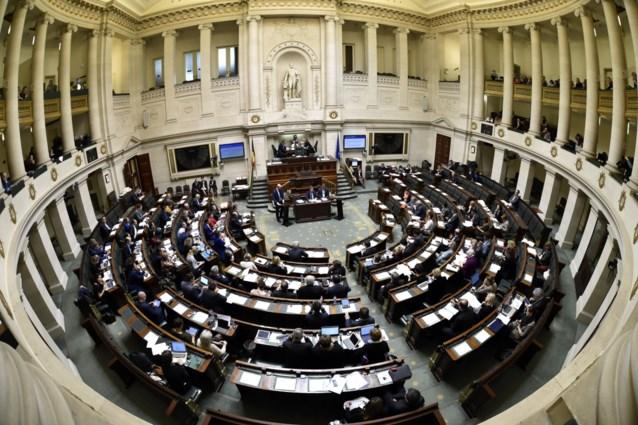 Evenveel mannelijk als vrouwelijke ministers in Brusselse regering maar vrouwelijke portefeuilles blijven mager