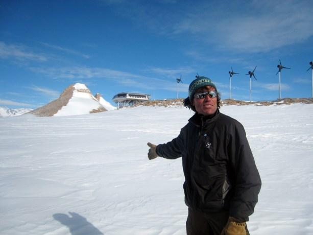 Vorig jaar plunderde hij nog de Zuidpoolbasis leeg, maar nu komt Alain Hubert opnieuw aan boord