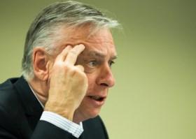 Directeur Grote Moskee ondervraagd, maar laat commissie verbijsterd achter na dovemansgesprek