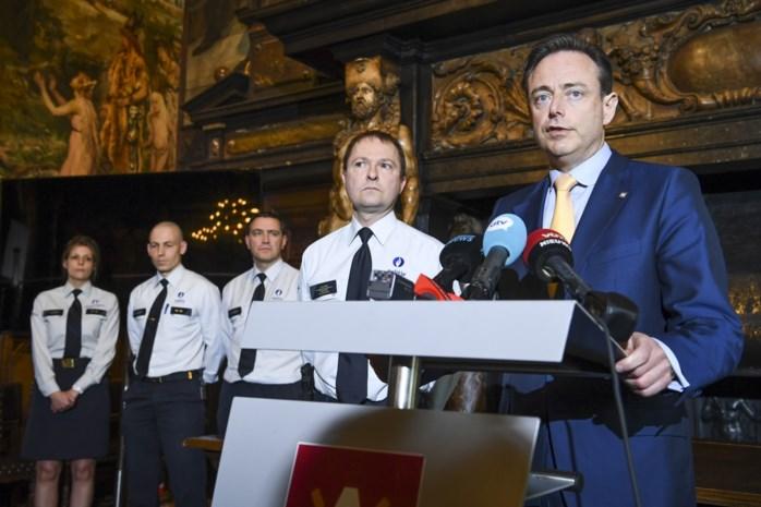 """""""Waarom de persconferentie van de Antwerpse korpschef en De Wever ongelukkig was"""""""