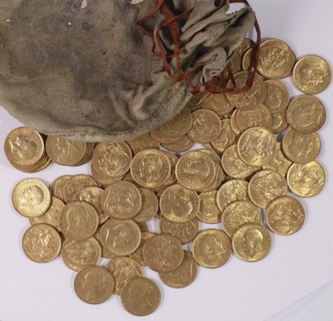 Zeldzame gouden muntschat gevonden tijdens graafwerken in kelder