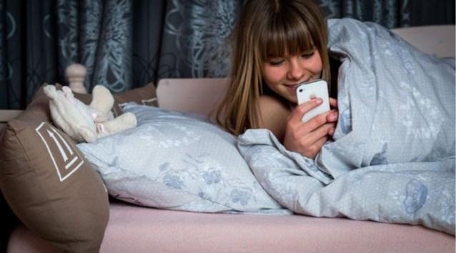 Brandwondenexperts waarschuwen ouders: let op met smartphones in bed