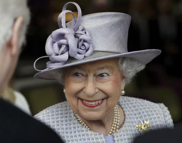 Dit doet koningin Elizabeth om pijnlijke voeten te voorkomen