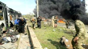 Bus die Syriërs evacueert getroffen door bom: zeker 43 doden