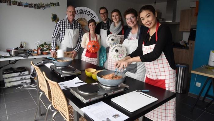 Nokkie en Glenn leren Zelenaars Thais koken
