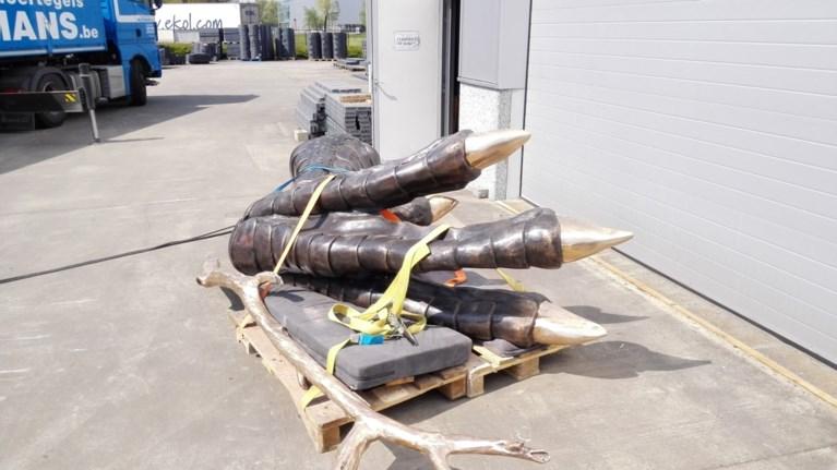 Kunstenaar verwerkt plasticafval in beeld van 40 ton