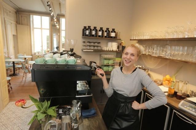 """Barista Valentine Wanders opent eigen zaak in Burgstraat: """"Ik wil mijn klanten verwennen"""""""