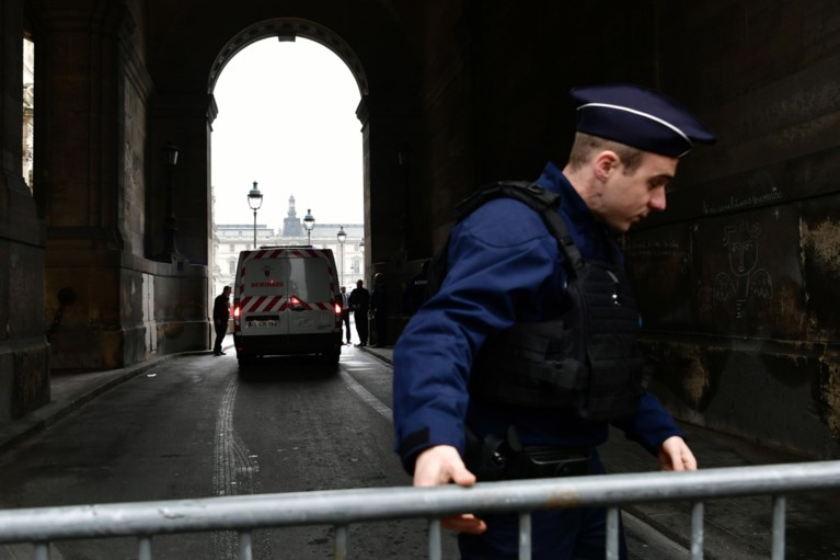 Binnenplein Louvre tijdlang ontruimd om veiligheidsredenen