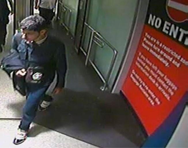 """Politie verspreidt nieuwe foto's van dader aanslag Manchester: """"Het onderzoek schiet op"""""""