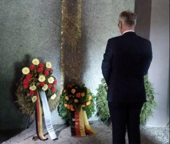 """OPINIE. """"Waarom stond de Duitse ambassadeur moederziel alleen bij 'zijn' gesneuvelden?"""""""