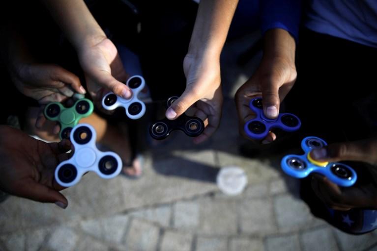 Kris Peeters wil controles op populaire fidget spinners