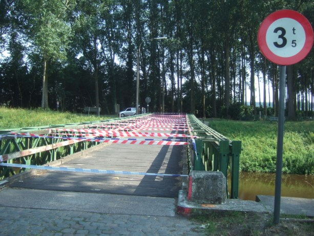 Oosthoekbrug over Leopoldkanaal afgesloten voor wegverkeer