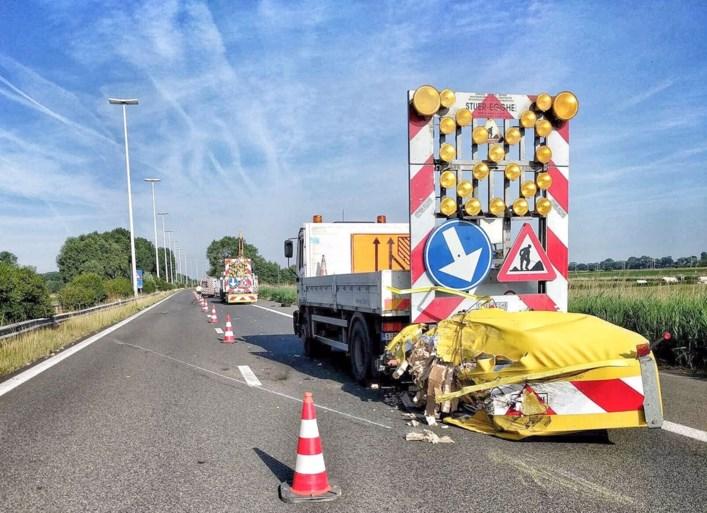 Zwaar incident op E40 richting Oostende met vier voertuigen, één bestuurder kritiek
