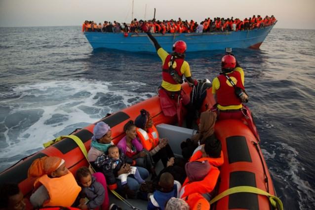 Filip Dewinter wil mee op zee vluchtelingen tegenhouden. Maar Vlaamse activisten zien dat niet zitten