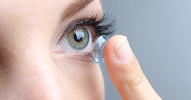 Vrouw klaagt over slecht zicht, en dan vinden artsen 27 contactlenzen in haar oog