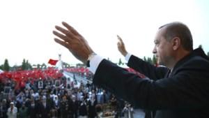 """Erdogan spreekt weer straffe taal: """"Hoofden afrukken van coupplegers en terreurgroepen"""""""