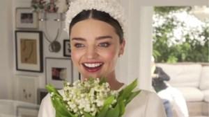 Zo zag je model Miranda Kerr nooit eerder in haar sprookjesachtige trouwjurk
