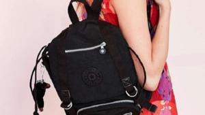 De jaren 90 zijn nu helemaal terug: Kipling lanceert collectie met Urban Outfitters