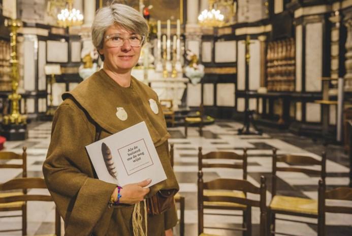 1.000 km in 77 dagen: Jasmine (46) wandelt langs alle Belgische Sint-Jacobskerken