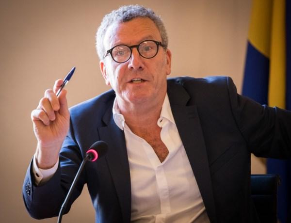 Schandalen of niet: ex-burgemeester Mayeur krijgt borstbeeld in gemeentehuis van Brussel