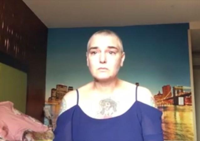 """Zangeres Sinead O'Connor deelt wanhopig filmpje: """"Mensen moeten weten hoe vreselijk het is om dagelijks zo hard te lijden"""""""