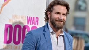 Bradley Cooper laat voor het eerst zijn baby aan de wereld zien