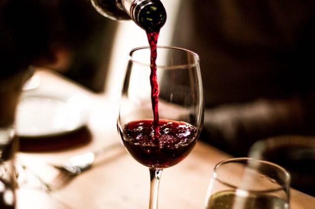 Van een beetje alcohol drinken, ga je minder snel dood