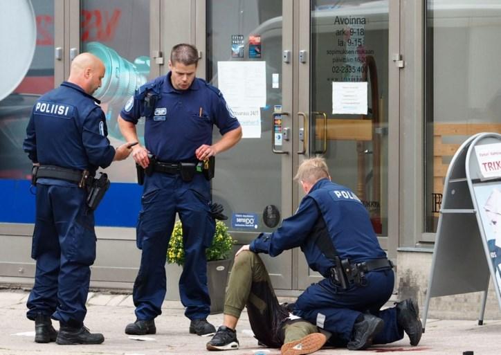 <B>Zeker acht mensen neergestoken in Finland: twee doden, één dader neergeschoten</B>