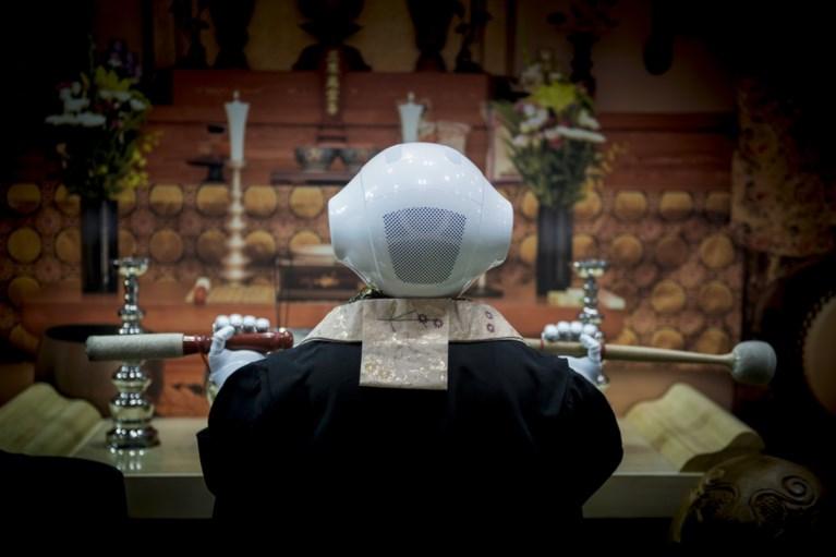 Deze robot kan je inhuren als priester op je begrafenis
